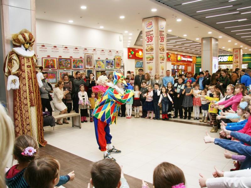 Выставка работ детской художественной студии «Семицветик» в ТЦ «Аркада»